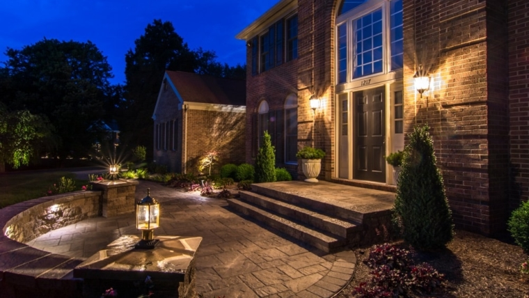 Choosing the Right Landscape Lighting for Your Home